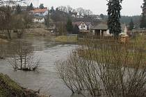 Řeka Balinka v obci Baliny již mohokrát potrápila tamní obyvatele. Působí problémy také přímo ve Velkém Meziříčí. Tomu by v budoucnu měla zabránit nová protipovodňová opatření.