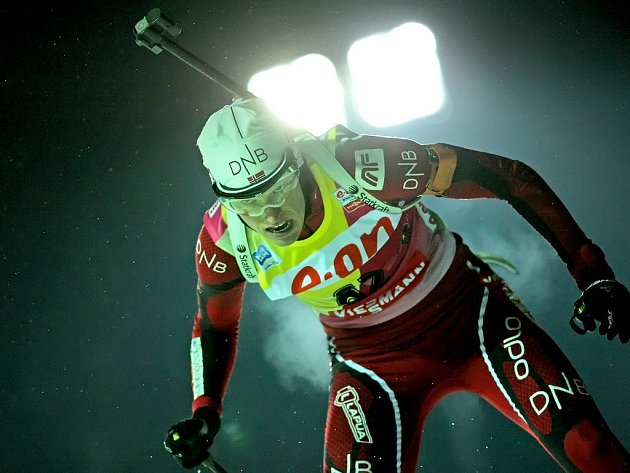 Vítězka Tora Berger v záři umělého osvětlení.