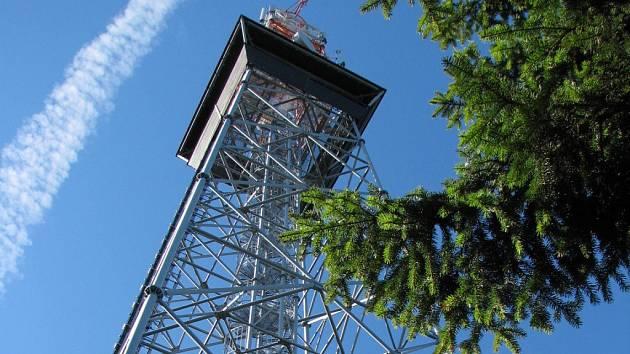 Telekomunikační věž byla v Horním lese vybudována v roce 2001, o rok později se z osmatřicetimetrové výšky mohli lidé rozhlédnout po krajině.