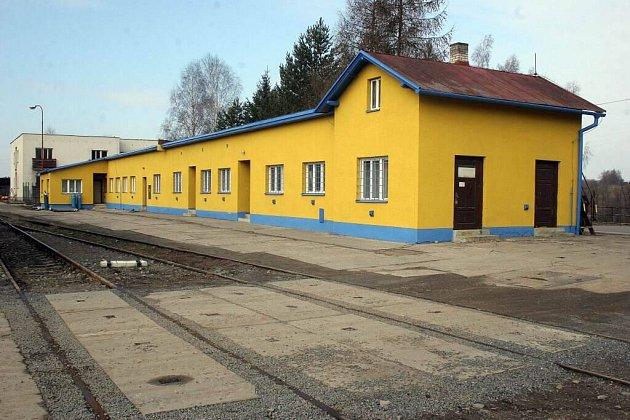 Železniční úsek sloužil ještě před dvěma roky k pořádání výletních jízd parním vlakem.