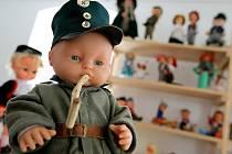 V Bobrové vystavují více než tisíc panenek.
