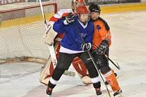 Hokejisté z Vesnické ligy mají za sebou polovinu základní části. Ve vedení se drží Světnov. Druhá Přibyslav i třetí Bohdalec ztrácí na lídra bod a mají zápas k dobru.