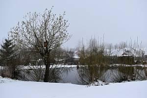 Sněhová nadílka na Novoměstsku připomíná spíše vánoční svátky než jaro v dubnu.