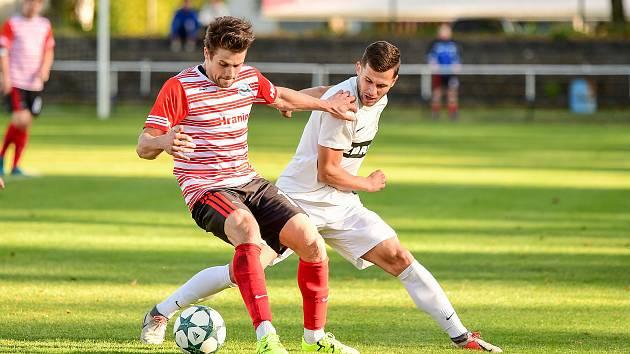 Výrazně nepříznivé skóre mají z posledních dvou utkání divizní fotbalisté Žďáru nad Sázavou (v bílém). Nejprve doma podlehli Humpolci 1:4, v neděli pak padli v Tasovicích 1:6.