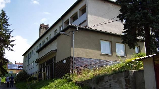 Budovu bývalého internátu mezi ulicemi Hornoměstská a U Světlé koupila radnice ve Velkém Meziříčí se záměrem zřídit v ní domov pro seniory.