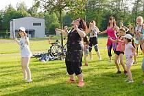 Taneční úterky ve Farských humnech. Foto: Deník/Lenka Mašová