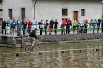 V Radňovicích se opět konaly závody přes rybník.