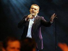 Plesem Kultury Žďár provede oblíbený imitátor Vladimír Hron.