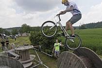 Při cyklotrialu je důležité především dokonale zvládnout rovnováhu. Naučit se základy trvá dětem přibližně dva roky. Teprve poté mohou přijít na řadu složitější skoky, které jsou atraktivní jak pro jezdce samotné, tak i pro diváky.