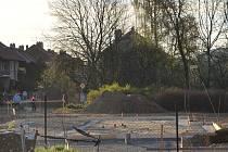 Dva nové bezbariérové domky vyrostou u polikliniky na části parcely po bývalé mateřské školce.