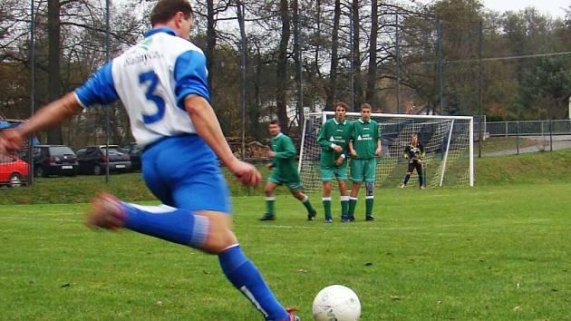 Fotbalisté Radešínské Svratky ztratili nečekaně body. Na domácím hřišti prohráli se Strážkem.