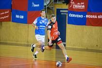 Házenkáři Nového Veselí (v červených dresech) absolvovali herní soustředění na Slovensku, kde sehráli dva kvalitní zápasy. Oba skončily nerozhodně.