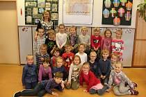 Na fotografii jsou žáci ze 2. základní školy v Novém Městě na Moravě. První B třída paní učitelky Lenky Zdražilové.