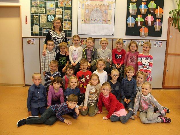 Na fotografii jsou žáci ze 2.základní školy vNovém Městě na Moravě. První B třída paní učitelky Lenky Zdražilové.