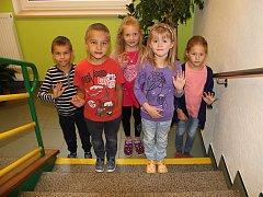 Na fotografii jsou žáci ze Základní školy v Radňovicích. První třída paní učitelky Ivy Jínkové. Příště představíme prvňáčky ze ZŠ v Novém Veselí.