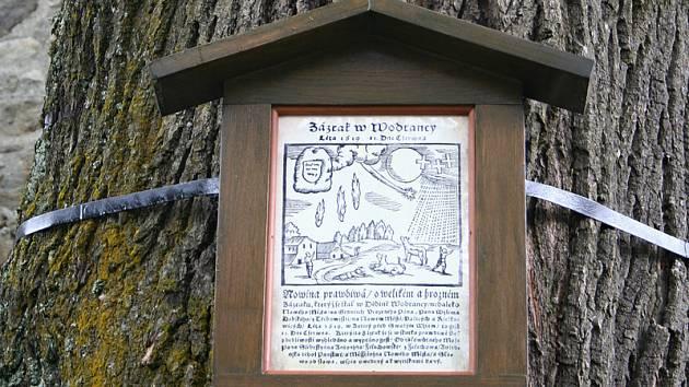 """""""Zázrak"""", který se udál ve vsi Wodranci, připomíná pamětní cedule."""