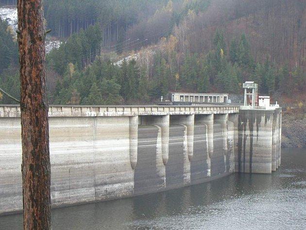Z přehrady Vír na Bystřicku odebírají vodu i okolní kraje.
