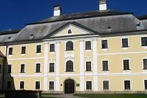 Zámecký areál patří rodině Kinských. Bývá dějištěm nejrůznějších akcí pro veřejnost.