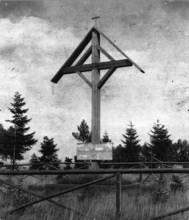Na Novoměstsku zbylo po rumunském vojsku několik dřevěných objektů. Mezi nimi byl i rumunský kříž pod Věcovem.