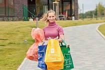 Jednotlivé kusy tašek barevně odpovídají  typům tříděného odpadu. Umožňují tak jednoduché třídění skla, papíru a plastů.