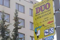 """Stravování, které hotelový dům Duo dříve poskytoval, chtějí noví majitelé obnovit. """"Věříme, že ve velmi krátké době bude kuchyně a jídelna opět v provozu,"""" potvrdila Ilona Tajovská jednatelka společnosti Hotel Duo."""