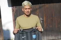 Brazilský útočník Dario Aoki se stal novou posilou fotbalistů Radešínské Svratky. Už za sebou má také vítěznou premiéru v dresu účastníka krajské 1. A třídy.
