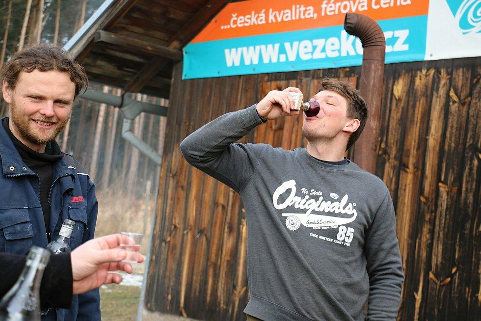 Sportovci v Borech dělají vepřové hody už deset let.