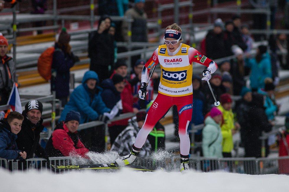 Therese Johaugová vítězka závodu žen na 10 km volně v rámci Světového poháru v běhu na lyžích.