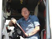 Řidič kamionu Ladislav Dvořáček dostal ocenění za výjimečný výkon - tři miliony kilometrů bez nehody.