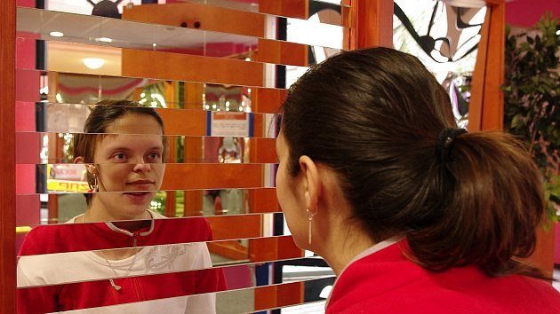 Putovní výstava libereckého IQ parku Hry a klamy je plná interaktivních exponátů, her, hlavolamů a experimentů. Od pátku 23. února bude k vidění v zámku ve Žďáře nad Sázavou a potrvá do 31. března.