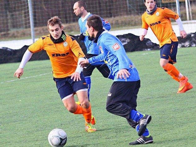 Fotbalisté Velkého Meziříčí sice v přípravě ve Žďáru nad Sázavou doháněli jednobrankovou ztrátu, ale třemi góly v řadě otočili vývoj zápasu a vyhráli 3:1.