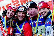 Česká čtveřice Martin Jakš, Milan Šperl, Lukáš Bauer a Martin Koukal (zleva) se v Davosu radovala z premiérového českého vítězství ve štafetě.