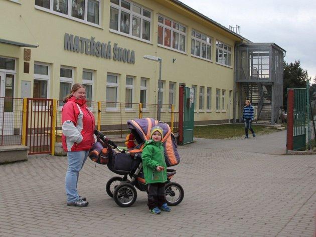 Po předloňské dostavbě mateřské školy v ulici Drobného je možné přijmout více dětí.