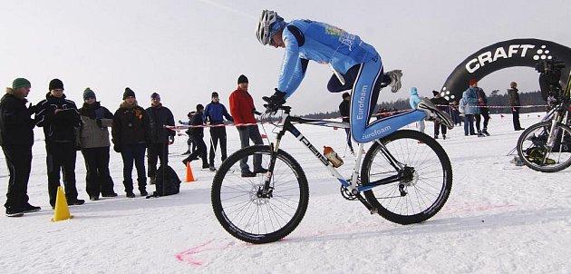 26. Přesně tolik odvážlivců se postavilo na start 7. ročníku veřejného závodu K3 Zimní triatlon 2012. Všichni adrenalinem nasáklí závodníci absolvovali trať, která vedla zasněženou scenérií ve Ski areálu Martina Koukala u Žďáru nad Sázavou