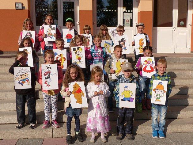 Na fotografii jsou žáci ze ZŠ Komenského 6ve Žďáře nad Sázavou, třída 1.Apaní učitelky Marie Prokopové.