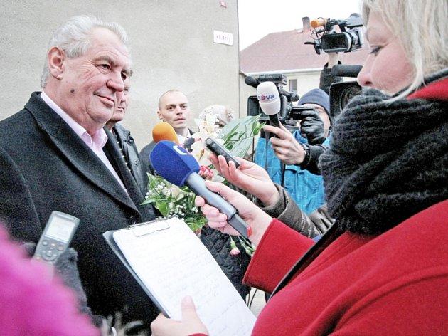 Miloš Zeman odjíždí z Nového Veselí do Prahy.
