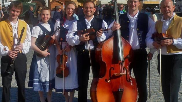 Milovníci lidové písně třeba i z Horácka se mohou těšit na vystoupení Horácké muziky v úterý 17. února od 20 hodin v kulturním centru Batyskaf ve Žďáře nad Sázavou.