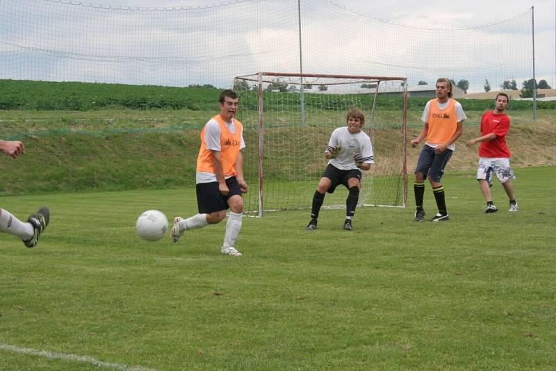 Ofsajd cup, který se uskutečnil v sobotu, vyhrál tým Baskeťáci, který ve finále porazil Odpadlíky.