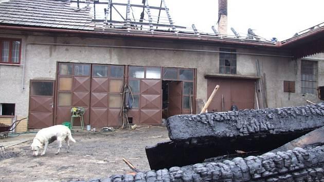 Hmotná škoda na budově je minimálně půl milionu korun.
