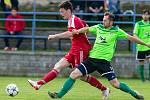 Podobně jako v dalších amatérských soutěžích, také ve třetí lize už mají fotbalisté Velkého Meziříčí (v červeném) a Nového Města na Moravě po sezoně.