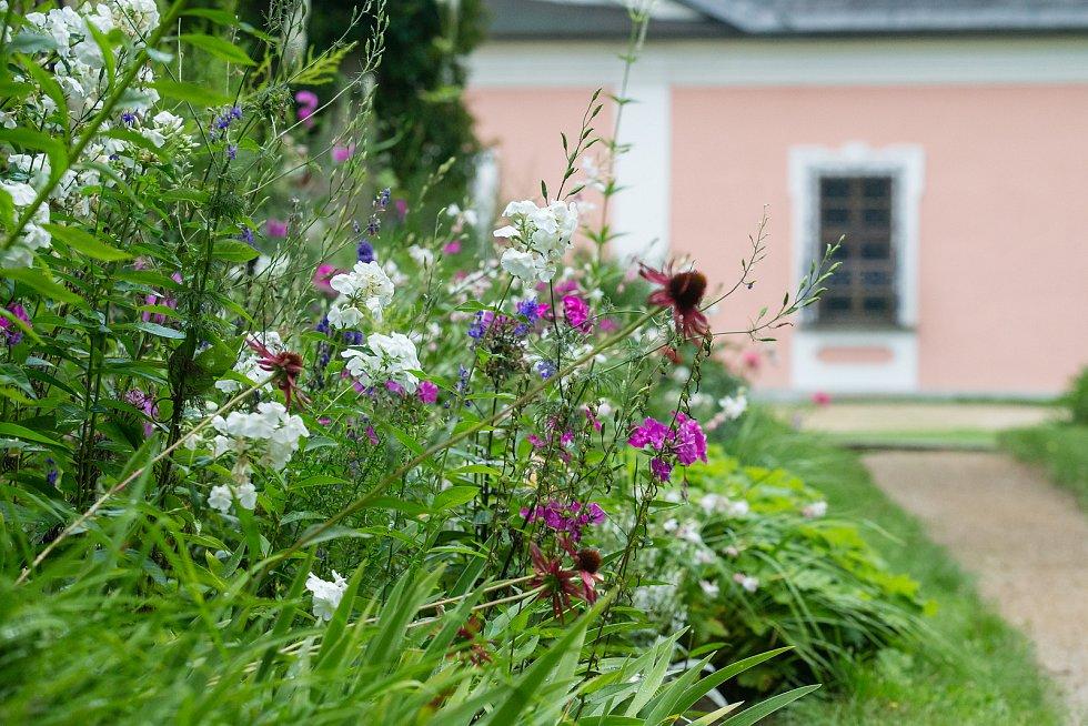 Kouzelné zahrady 2020 – komentované prohlídky v zahradách zámku ve Žďáru nad Sázavou.