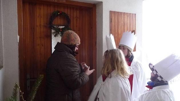 My Tři králové jdeme k vám, štěstí zdraví vinšujem vám. S písničkou na rtech dorazili v sobotu Tři králové do mnoha domácností v obcích žďárského okresu.