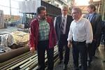Prohlédnout si areál žďárského podniku Žďas přijel ve čtvrtek 14. září ministr zahraničních věcí Lubomír Zaorálek. Diskutoval s vedením podniku i zaměstnanci.