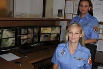 Ženy v uniformě jsou v případě novoměstské policie novinkou. Místní obyvatelé si ale na to, že v ulicích potkávají kromě strážníků také strážnice, velmi rychle zvykají.