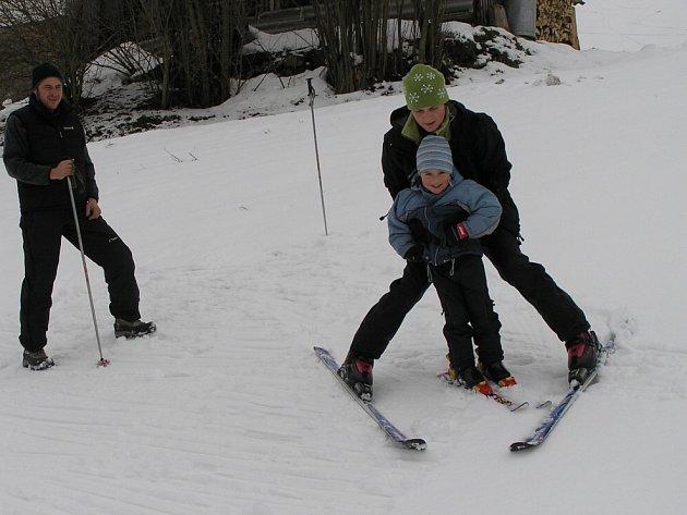 Ve Ski areálu Jimramov na Novoměstku mají obměnili malý vlek. Chtějí se zaměřit na rodiny s dětmi.