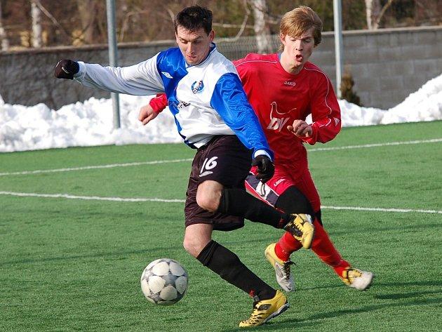 Minulý týden se fotbalisté Humpolce (vlevo) a Moravských Budějovic utkali proti sobě v mistrovském zápase. Tentokrát musely vzít oba kluby zavděk jen přípravou.