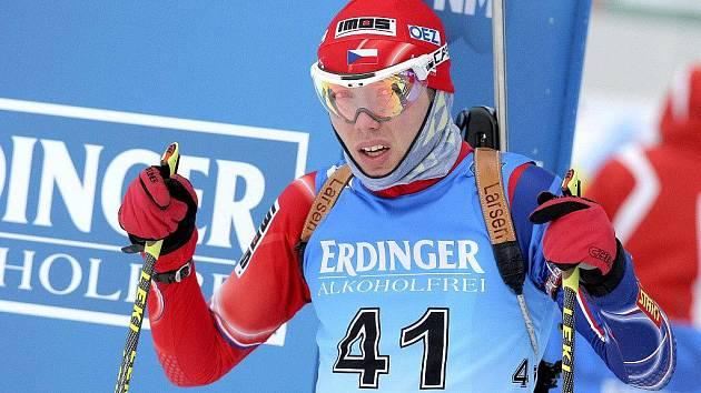 Nejlepší český výsledek v individuálních závodech předvedl junior Vlastimil Vávra. Na střelnici prolomil prokletí, dvakrát si připsal čistou položku a v konečném pořadí skončil na solidním čtrnáctém místě.