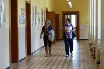 V novoměstském Gymnáziu Vincence Makovského.