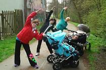 Strollering je podle lektorky Martiny Sejkorové zábava i dřina zároveň. Rodinné centrum Srdíčko jej ve Žďá-ře nad Sázavou pořádá každé úterý.