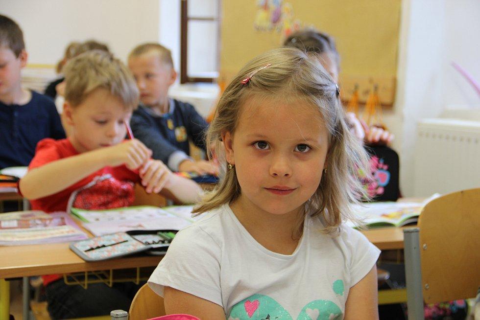 Od středy 13. září se v regionálních Denících představují děti z prvních tříd škol z celé Vysočiny - odstartoval školní seriál Naši prvňáci!, který vždy ve středu přinese čtenářům regionálních Deníků snímky letošních prvňáčků.